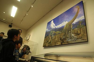 恐竜生きた環境を復元 工房で展示