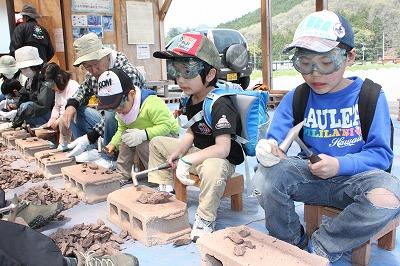 地球の不思議体感 篠山の親子ら 化石発見現場を散策