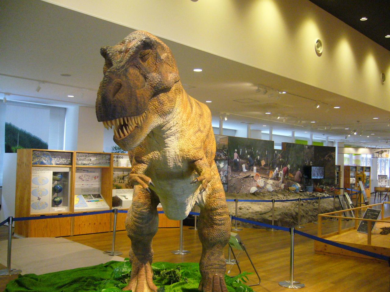 「動く恐竜ロボットT-REX」が「ちーたんの館」へ